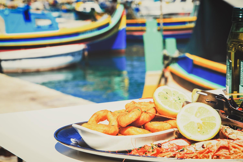 Comer fora e em lugares que não estamos acostumados é um hábito do verão, mas isso pode causar problemas intestinais indesejados. Saiba evitar o problema.