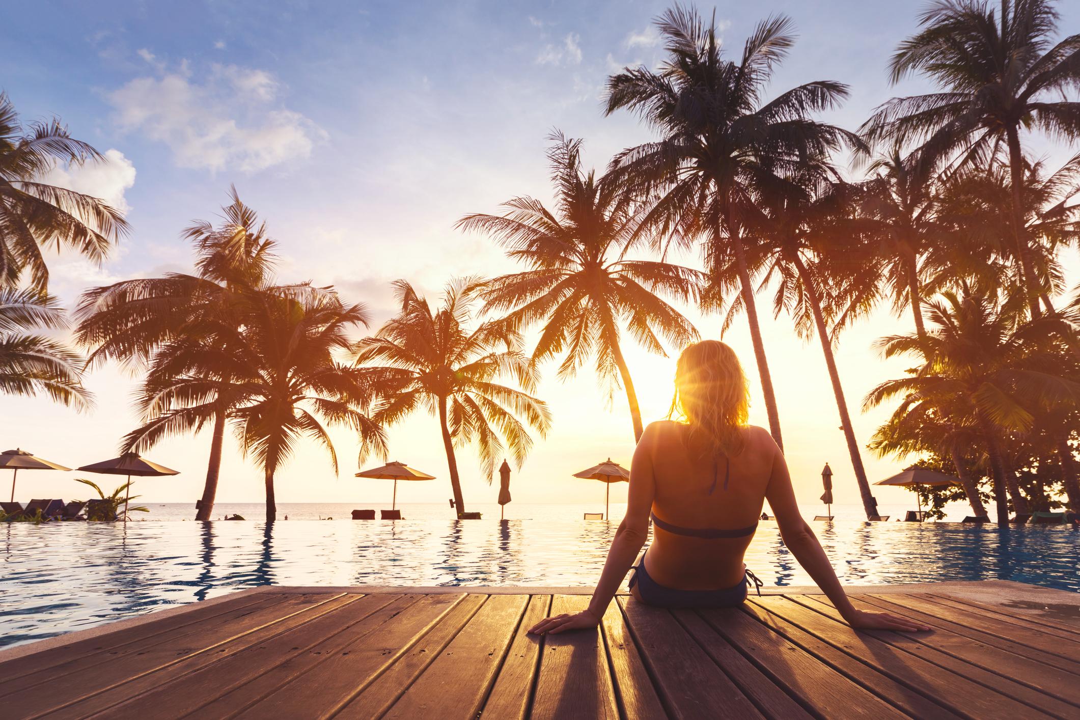 Durante o verão, os efeitos nocivos do sol afetam principalmente a pele da face, pescoço, colo e braços.