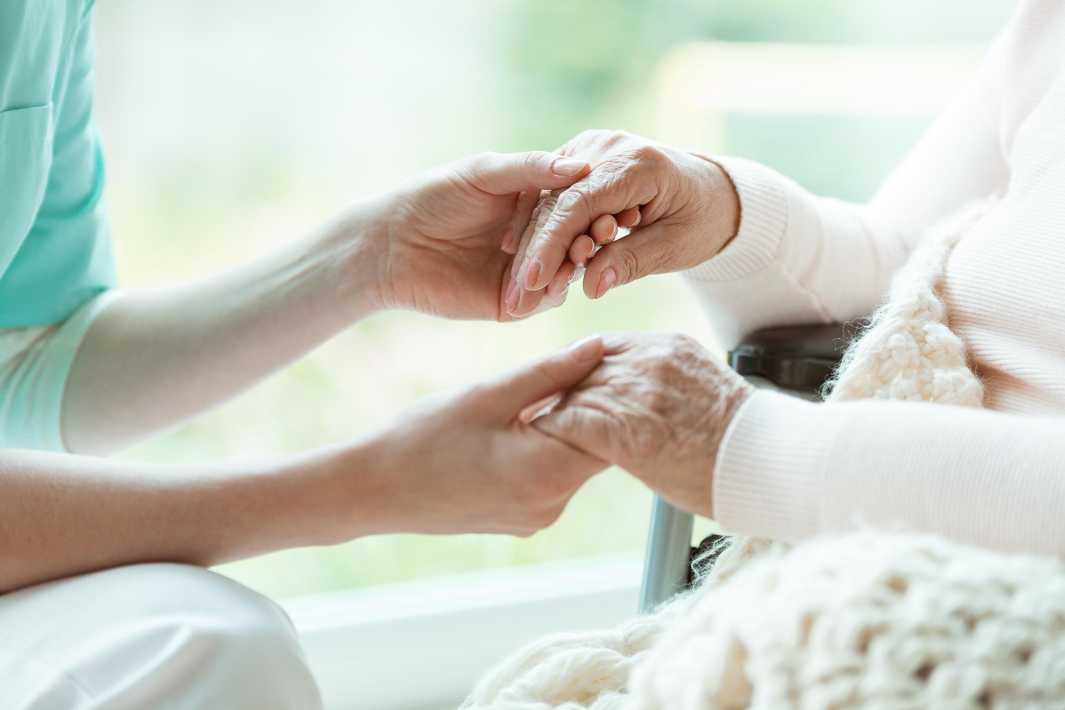 No mundo, 1% da população acima de 60 anos padece de Parkinson, que é progressiva, neurodegenerativa e afeta várias partes do corpo.