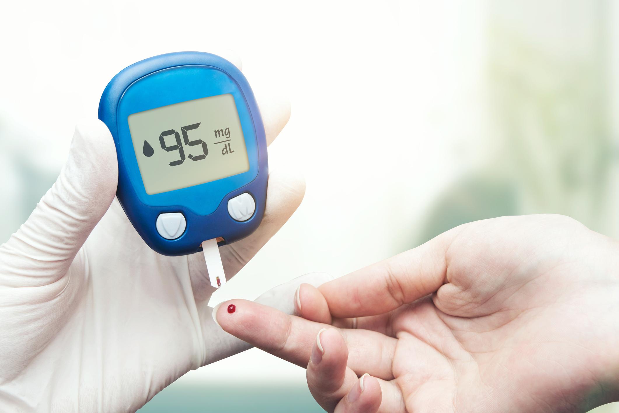 Achegada das férias traz consigo a vontade de abandonar as preocupações e cuidados diários com o corpo. Para os pacientes com Diabetes, esse costume apresenta riscos e pode gerar graves consequências à saúde.