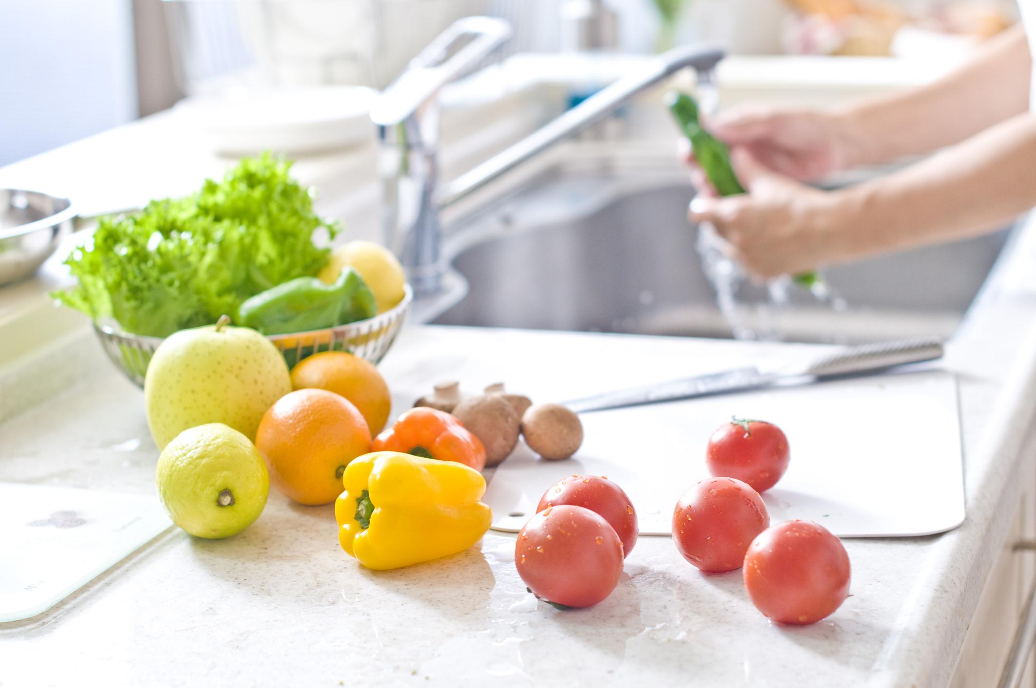 Os cuidados com a saúde também envolvem o processo de higienização das verduras, frutas e legumes é uma etapa muito importante para isso.