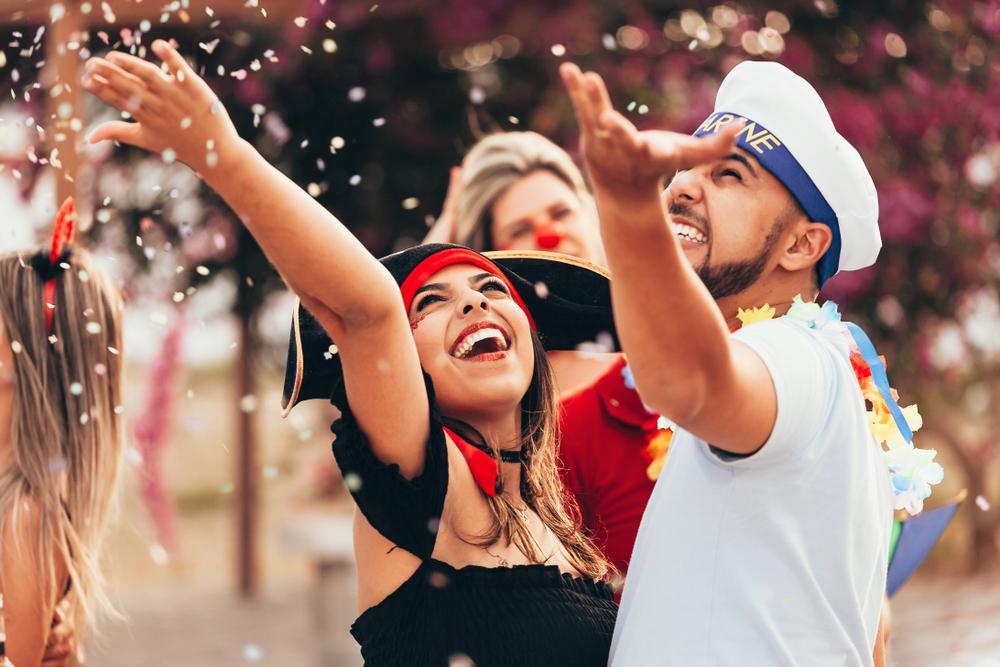 Pensando em orientar os foliões que estão chegando pela primeira vez nos bloquinhos, ou mesmo os veteranos da folia, separamos algumas dicas de como curtir o carnaval sem prejudicar a saúde.
